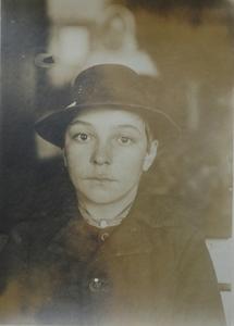 Lewis W. HINE (1874-1940) - Magyar  Ellis Island #38