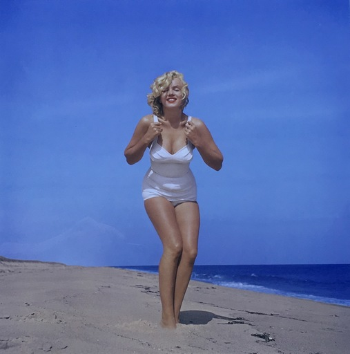 Sam SHAW - Photo - Marilyn on Amagansett Beach, NY, 1957