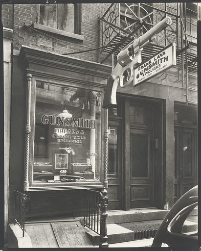 Berenice ABBOTT - Photo - Gunsmith - 6 Central Market Place, Manhatten