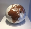 Bruno HELGEN - Sculpture-Volume - Globe Ø25cm Teak and white resin