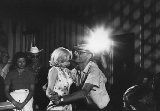 Eve ARNOLD - Photography - Marilyn Monroe and Arthur Miller  in Misfits