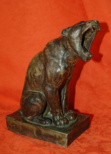 Georges Lucien GUYOT - Sculpture-Volume - lionne rugissant