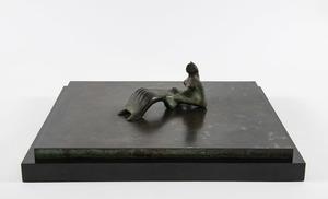 Henry MOORE - Skulptur Volumen - Reclining figure: Bone skirt