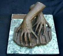 Gleb W. DERUJINSKY - Escultura - Hands of pianist Xenia Prochorowa on a stylized keyboard