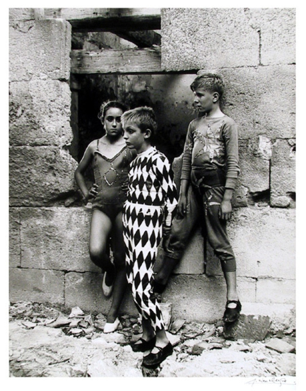 Lucien CLERGUE - Photography - Trio de Saltimbanques in Arles