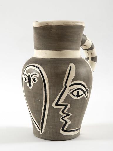 Pablo PICASSO - Keramiken - Pichet gravé gris, (A.R.246)