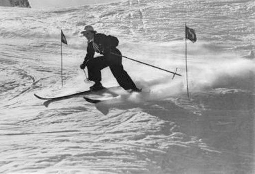 Emil MEERKÄMPER - Fotografie - Rassiger Slalom. Leni Riefenstahl auf Parsenn bei Davos.