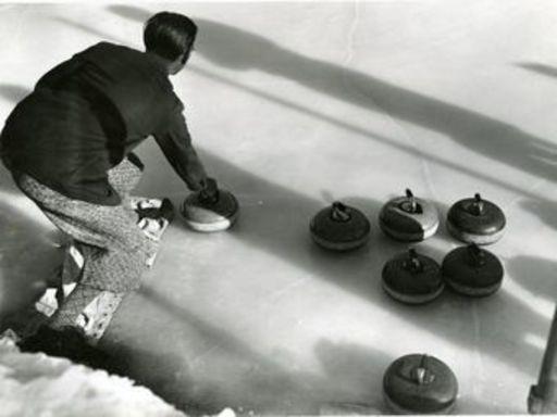 Emil MEERKÄMPER - Fotografie - Curling, das von dem Engländer bevorzugte Spiel.