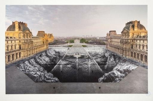 JR - Print-Multiple - JR au Louvre, 30 mars 2019, 6h50 © Pyramide, architecte I. M