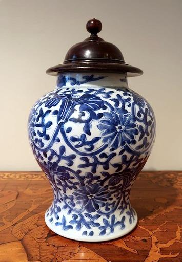 Vase Bleu Et Blanc, époque Yongzheng