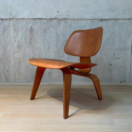 Charles & Ray EAMES - LCW