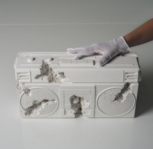 Daniel ARSHAM - Escultura - Future Relic 08 (Radio)