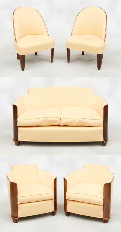 Salon formé d'un canapé, deux fauteuils et deux chauffeuses