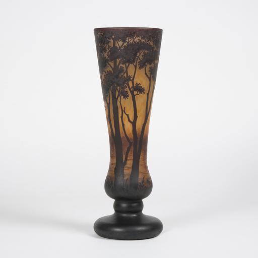 Auguste DAUM - Vase tulipe au paysage lacustre