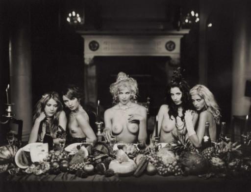 Marc LAGRANGE - 照片 - Five women at dinner