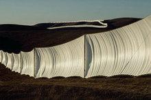 Wolfgang VOLZ - Photo - Running Fence, California (1976)