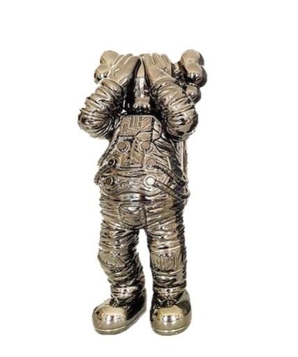 KAWS - Skulptur Volumen - Holiday Space