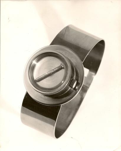 Günther UECKER - Escultura - Armband-Uhr aus Edelstahl