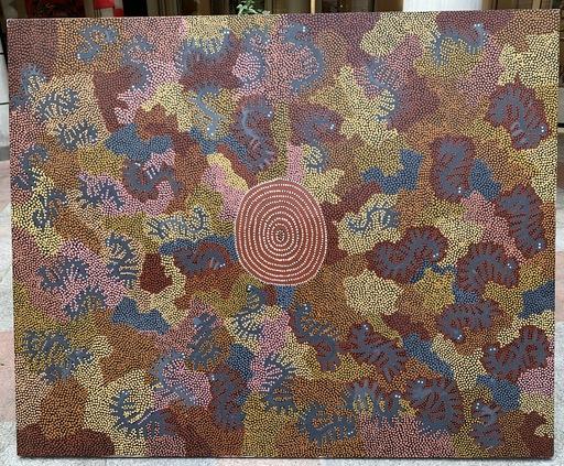 Cassidy Possum TJAPALTJARRI - Gemälde - Peinture aborigène « Kupatur Caterpillar » de Cassidy Tjapal