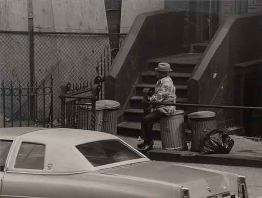 Roy DECARAVA - Fotografia - Untitled (Man Smoking Cigar on Trashcan)