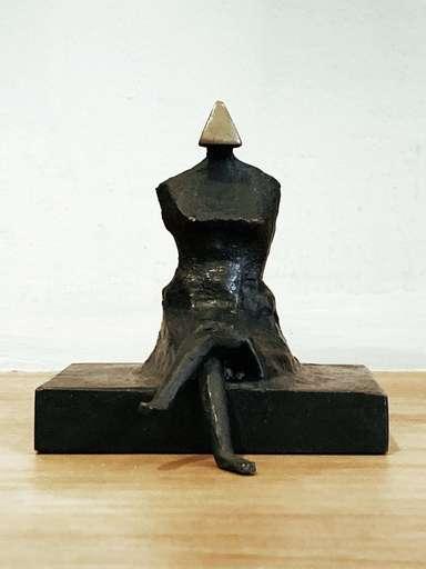Lynn Russell CHADWICK - Escultura - Miniature Figure III