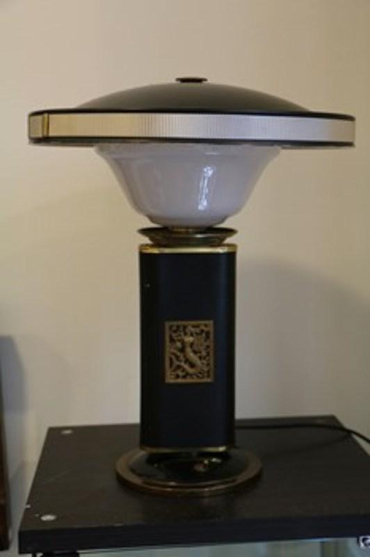 eileen gray lampe jumo eileen gray ann es 50 oeuvres de la place de march. Black Bedroom Furniture Sets. Home Design Ideas