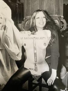 Patrick SICCOLI - Fotografie - Le baiser de l'artiste ( FIAC Paris 1977)