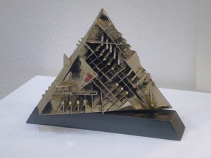 Arnaldo POMODORO - Sculpture-Volume - Piramide