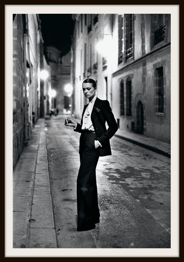 Helmut NEWTON - Photo - Rue Aubriot, Parisian Street 1975