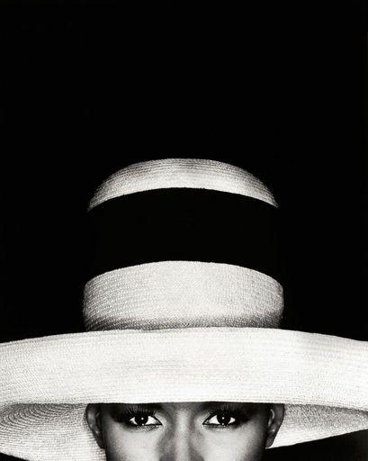 Greg GORMAN - Fotografie - Grace Jones in Hat