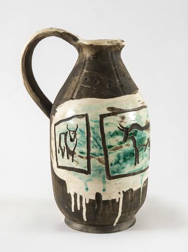 Pablo PICASSO - Ceramic - Pichet trois taureaux gravés