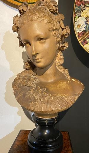 CARRIER-BELLEUSE - Scultura Volume - buste de jeune fille aux fleurs