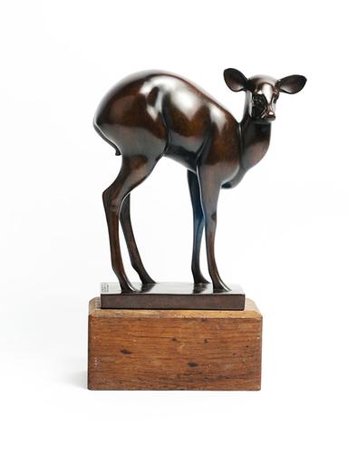 Armand PETERSEN - Skulptur Volumen - Antilope Dos Rond appelée ou Biche craintive