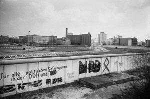 Robbert Frank HAGENS - Photography - The Wall - Potsdamer Platz, Berlin 1976