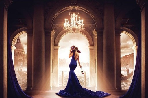 Ludovic BARON - Photo - La femme en bleu sur le pas d'une romance