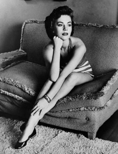 Frank WORTH - Print-Multiple - Natalie Wood classic portrait on sofa