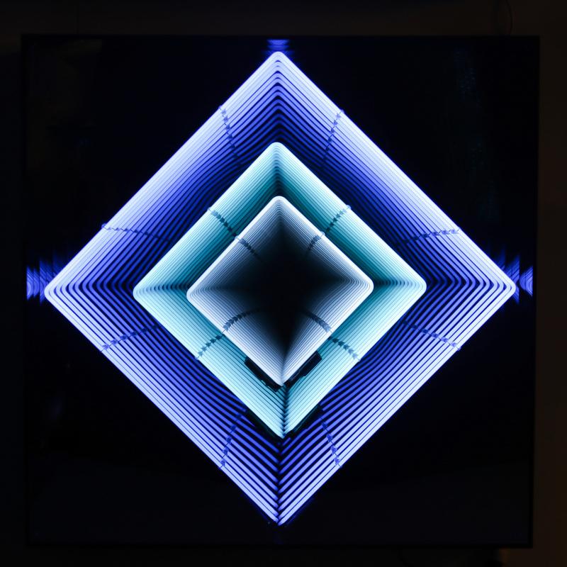 Emmanuelle RYBOJAD - Sculpture-Volume - Tableau Néon losange : turquoise / bleu ciel / blanc