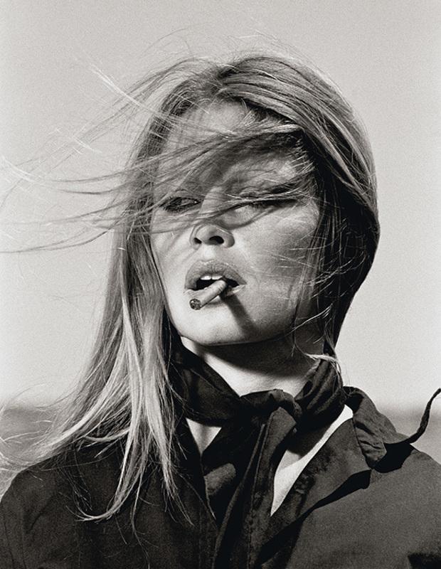 Terry O'NEILL - Fotografie - Brigitte Bardot with Cigar Spain