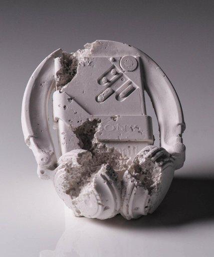 Daniel ARSHAM - Escultura - Future Relic 07 (Cassette Player)