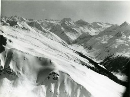 Emil MEERKÄMPER - Fotografie - Im Flugzeug über dem Sertigtal bei Davos.