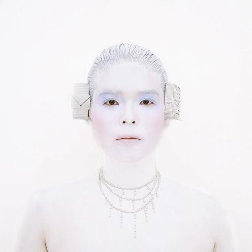 Kimiko YOSHIDA - 照片 - La mariée Kikuyu (Piajet)
