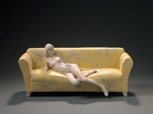 Jacques VERDUYN - Escultura - Naakte vrouw op bloemencanapé - femme nue sur canapé fleuri