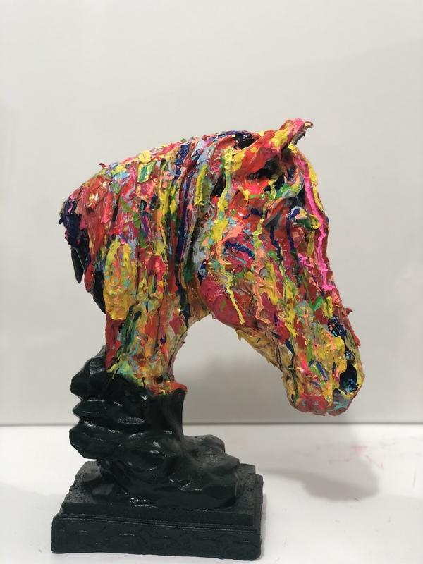 Nicole LEIDENFROST - Skulptur Volumen - Bunter Pferdekopf