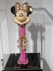 "PINKHAS - Sculpture-Volume - GOLD Minnie ""Combien tu PEZZ"""