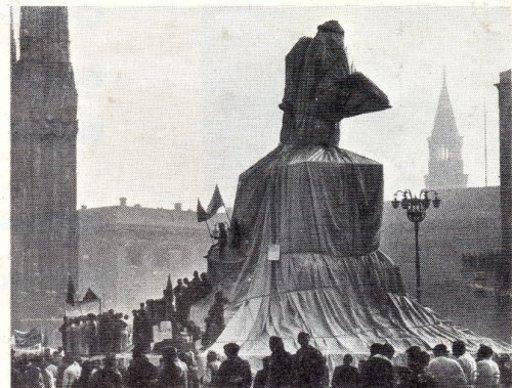 CHRISTO - Photo - Wrapped Monument #7