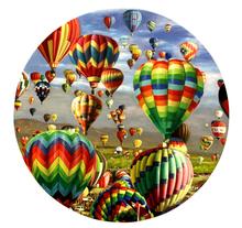 Shay KUN - Pintura - Hot air balloons in the landscape