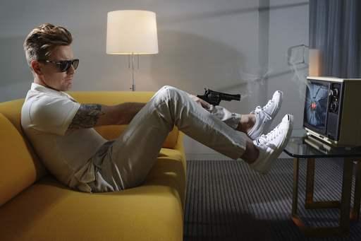 Lorenzo AGIUS - Fotografia - Ewan with gun