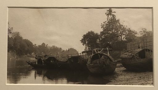 Adolf Gayne DE MEYER - Fotografia - Boats on riverbank