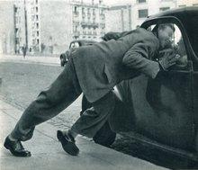 Robert DOISNEAU - Photography - L'amour dans la voiture