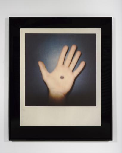 Douglas GORDON - Photography - Hand with Spot (H)